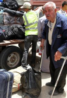تقرير انساني مؤثر عن العائدين عبر معبر رفح البري والعالقين الذين لم يتمكنوا من المغادرة