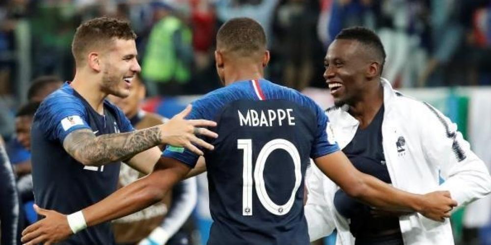 فرحة لاعبي منتخب فرنسا بالتأهل لنهائي المونديال