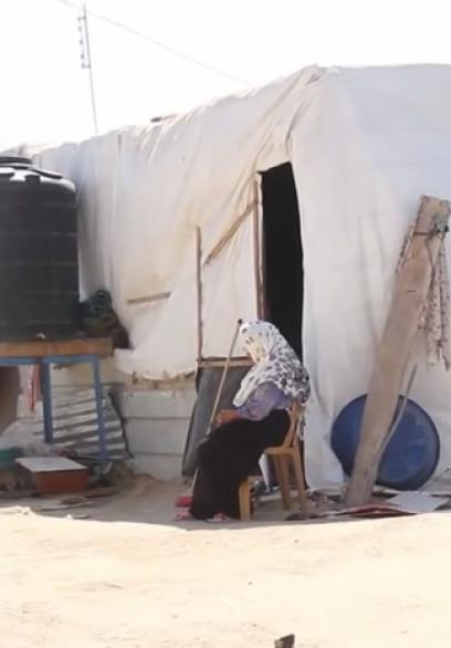 بعد عام من الحرب.. صفا تتفقد سكان الكرفانات شرق خانيونس وتنقل معاناتهم