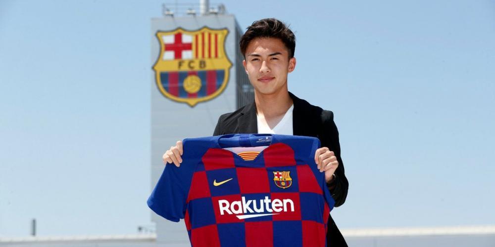 هيروكي آبي بقميص برشلونة