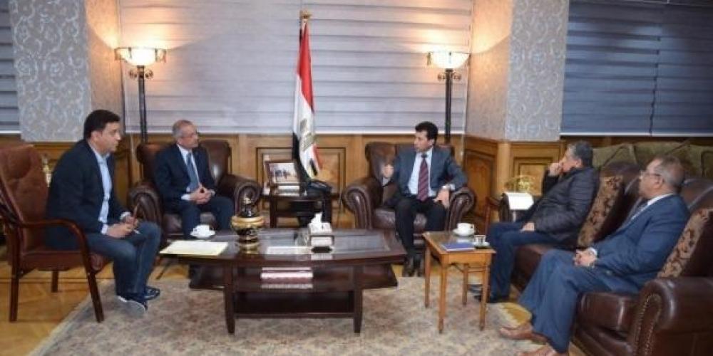 جانب من لقاء وزير الرياضة المصري أشرف صبحي مع مجلس إدارة الهيئة العامة لإستاد القاهرة
