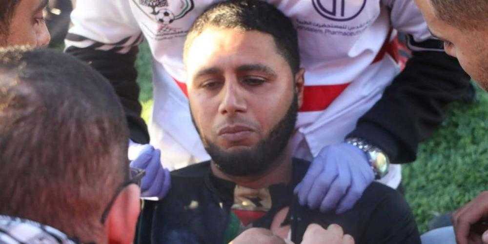 الحكم محمد خطاب تعرض للإصابة نتيجة إلقاء قنبلة صوتية عليه في مباراة الشجاعية واتحاد خانيونس