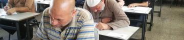 كهول بغزة يخوضون غِمار محو الأميّة لحفظ القرآن والتعلم
