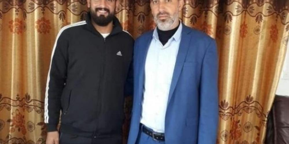أمجد أبو عودة بصحبة رئيس نادي بيت حانون شادي شبات
