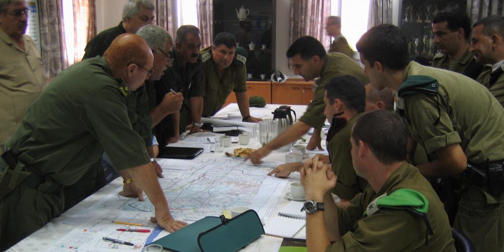 لقاء سابق بين مسؤولين أمنيين فلسطينيين وإسرائيليين