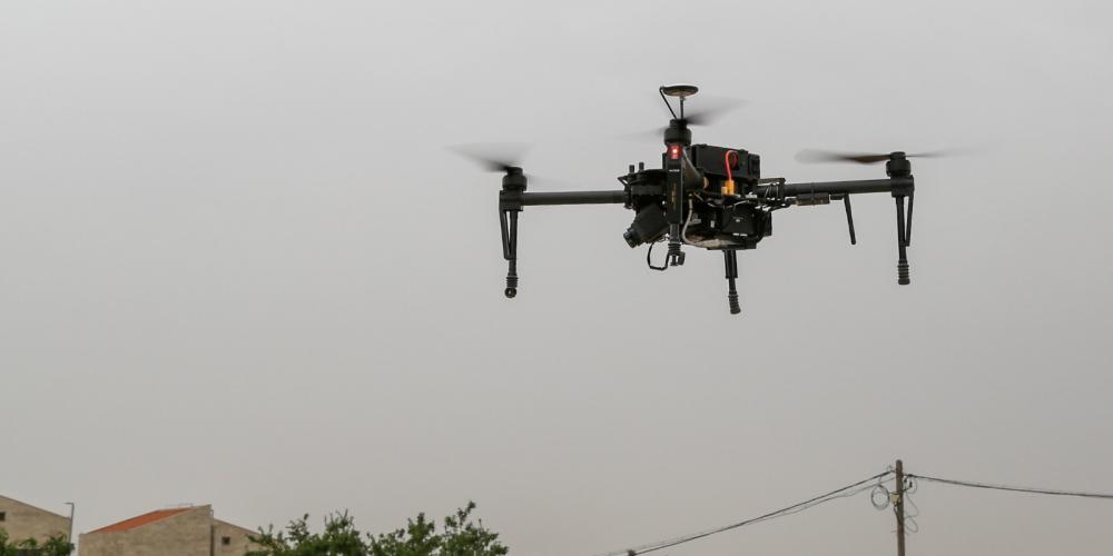 الطائرات المسيرة يستخدمها الجيش في التصوير والمراقبة على طول الحدود