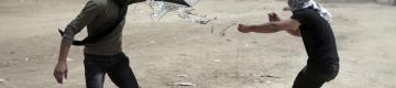 المستشار القضائي الإسرائيلي: مطلقو الطائرات الحارقة هدف عسكري مشروع