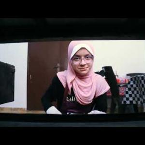 مواطن بغزة يتحدّى البطالة بمخبز تميس