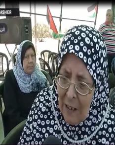 كلام مؤثر لمسنة فلسطينية تعتصم على بوابة معبر رفح للمطالبة بفتحه