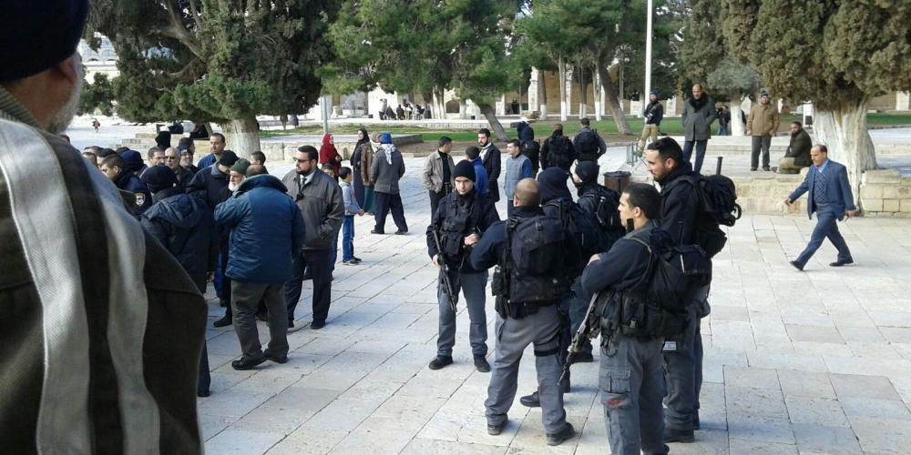 الاحتلال-يعتقل-3-موظفين-من-الأوقاف-داخل-الأقصى
