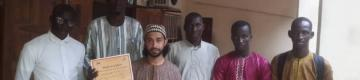شاب من غزة يجول في غامبيا داعيا إلى الله