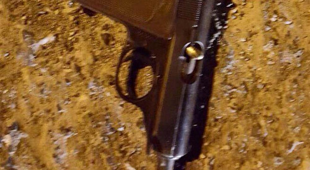 مسدس زعم الاحتلال أن الشهيد استخدمه في إطلاق النار على قواته