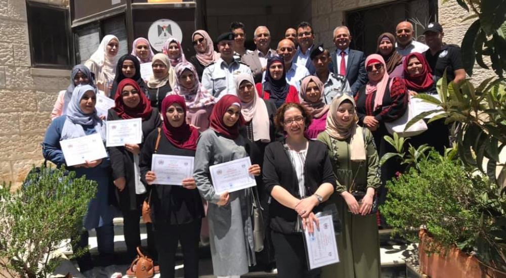 تنمية القدس والدفاع المدني ومحافظة القدس يخرجان دورة مربيات حضانات القدس للاسعاف