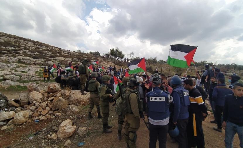 الاحتلال يقمع مسيرة رافضة للاستيطان ببيتا