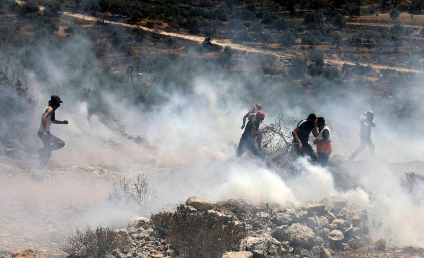 إصابات بقمع الاحتلال مسيرة رافضة للاستيطان في بيتا