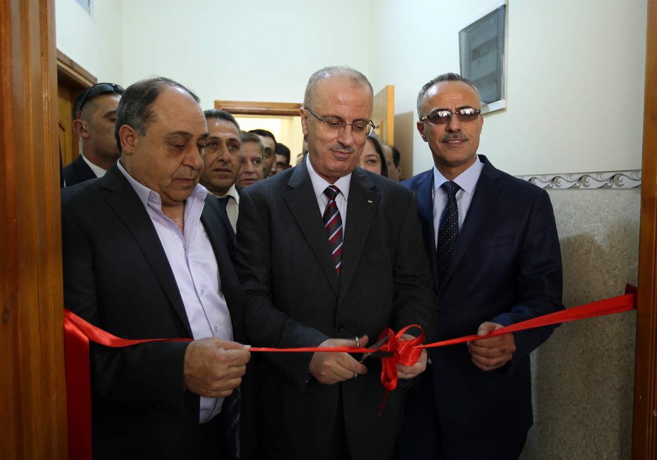 وكالة الصحافة الفلسطينية - الحمد الله يفتتح عيادة الطب الشرعي في جنين