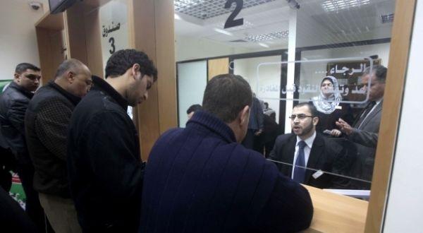 وكالة الصحافة الفلسطينية - صرف رواتب موظفي غزة اليوم