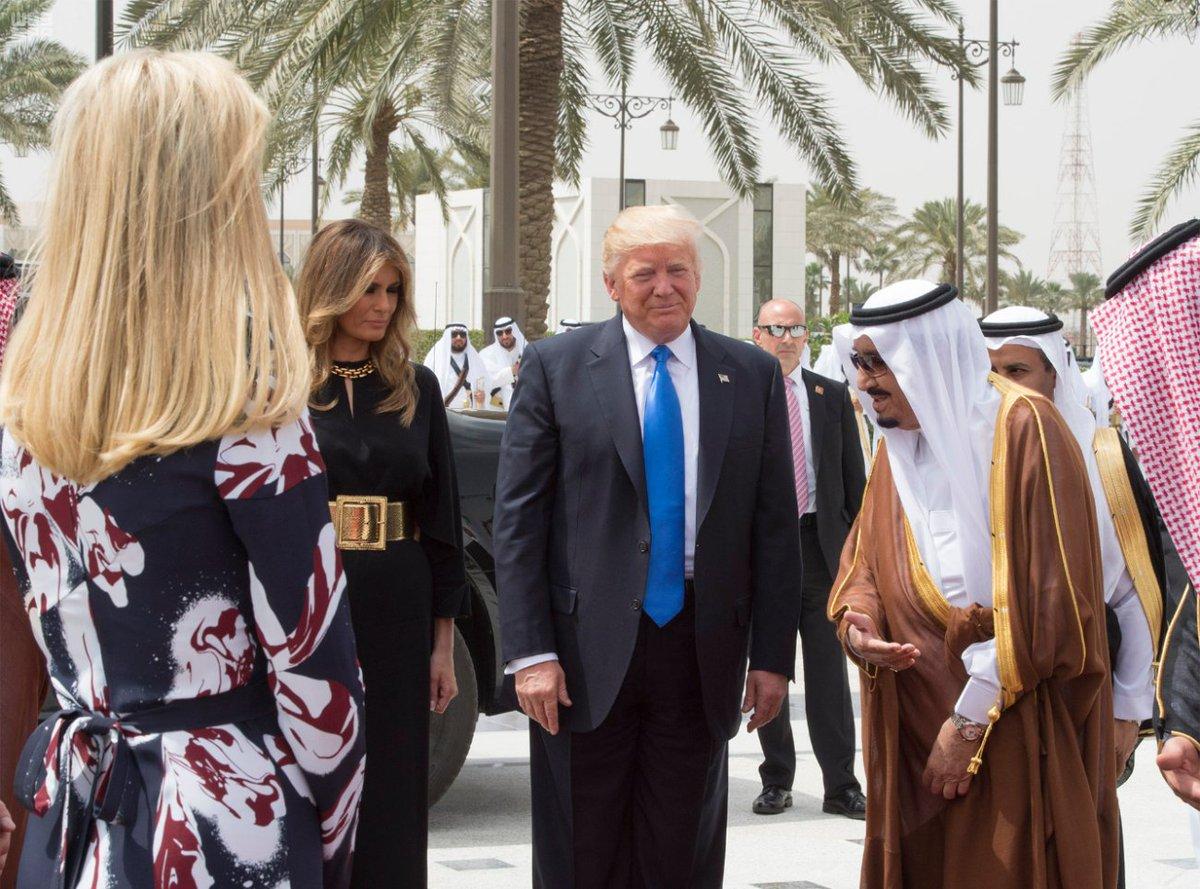 ترمب يكشف كيف ابتز السعودية للمشاركة بقمة الرياض