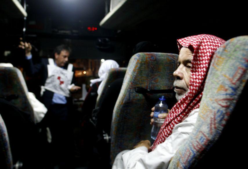 وكالة الصحافة الفلسطينية - 43 من أهالي أسرى غزة يزورون أبناءهم في سجون الاحتلال